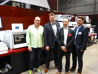 LariTryck personnel stand alongside Convertec and Mark Andy personnel at the Mark Andy Digital Series in Warsaw, Poland